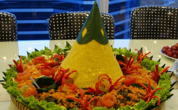 081285706910 | Pesan tumpeng nasi kuning di  Setiadarma Bekasi