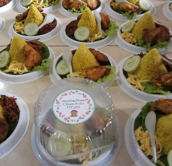 Pesan catering nasi tumpeng mini box di  Senayan Kebayoran Baru, jakarta selatan