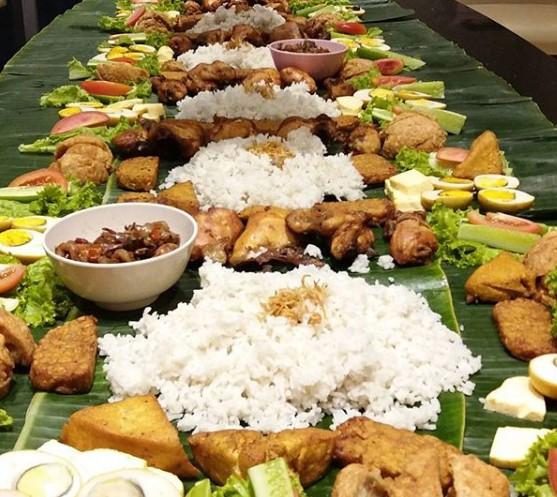 pesan nasi liwet alas daun pisang di bekasi