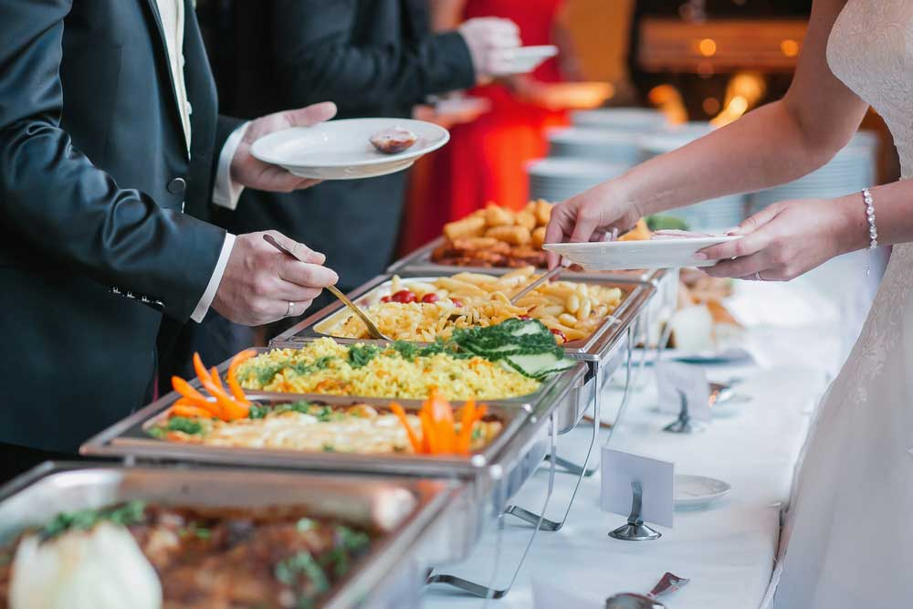 Kenapa Kamu Harus Menggunakan Jasa Vendor Catering Pernikahan?