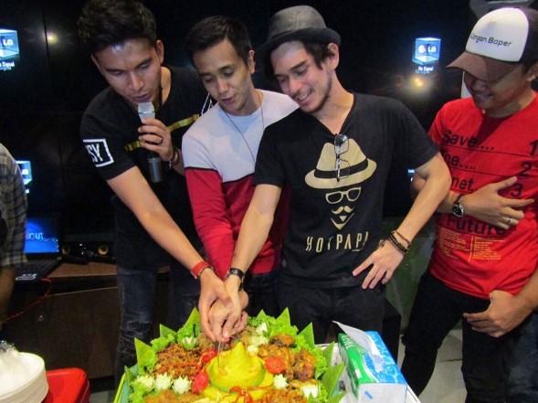 Order Catering Tumpeng Nasi Kuning Lengkap di Jakarta Barat