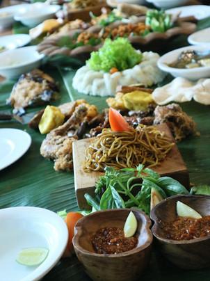 Nasi Liwet Daun Pisang di Jakarta Timur