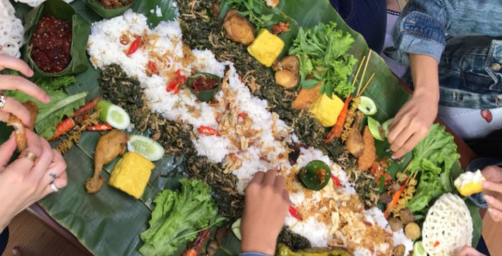 Pesan Nasi Liwet Daun Pisang di Jakarta Timur
