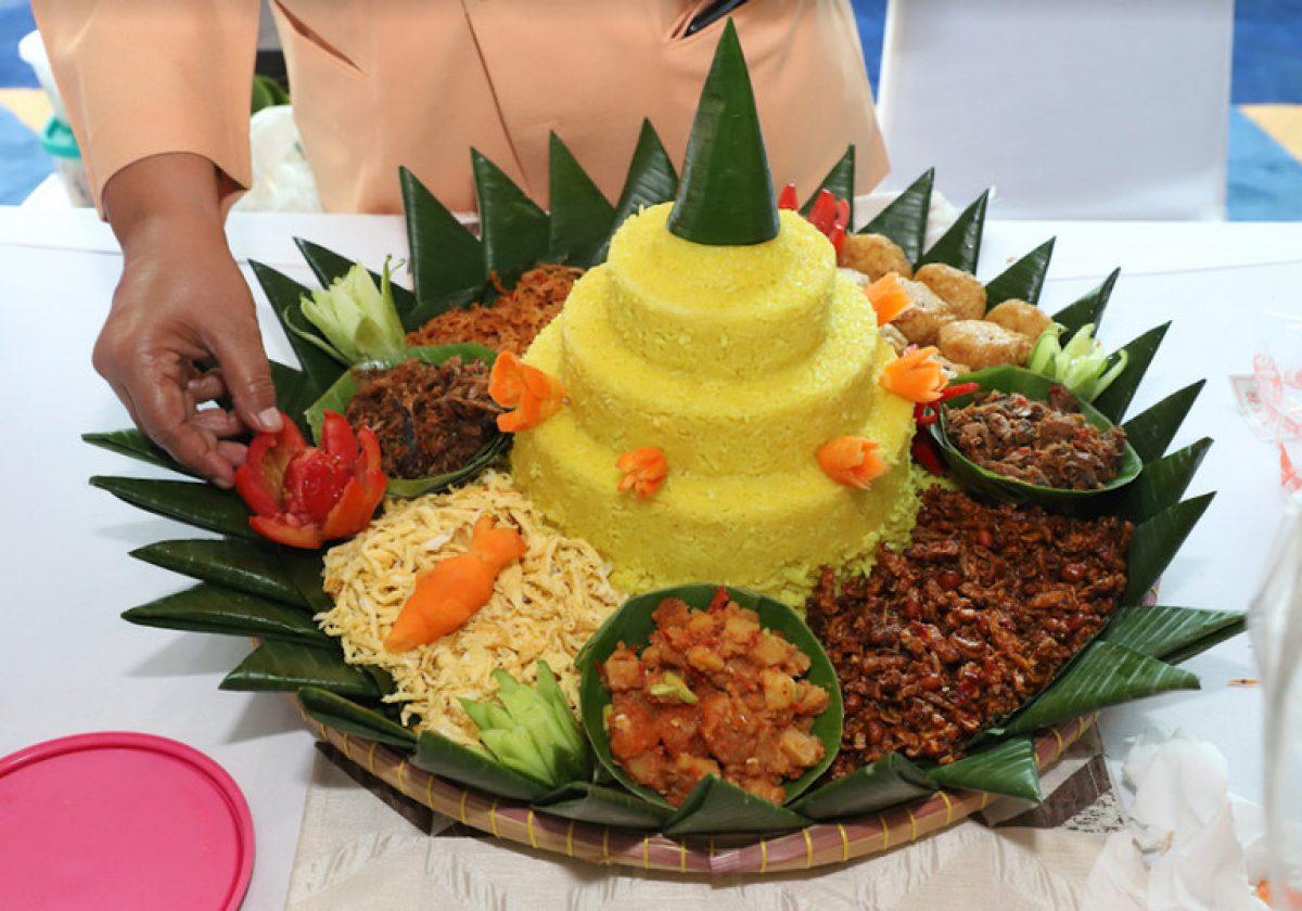 cara menghias nasi tumpeng ulang tahun