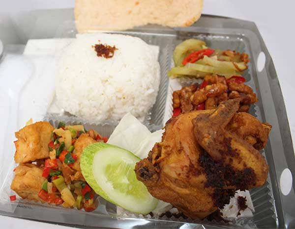 Pesan catering nasi box di dekat Balai Sidang Jakarta Convention Center (JCC)