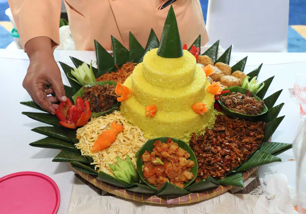 Order Nasi tumpeng kuning di Jakarta Barat delivery recomended